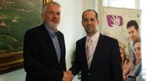 Páva Zsolt polgármester és Bőthe Csaba, az IT Services Hungary ügyvezető igazgatója